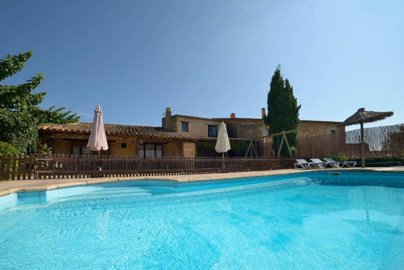 Casa Rural Can Gat Vell 9 personas Costa Brava a 17 km Piscinas, location de vacances à Pontos