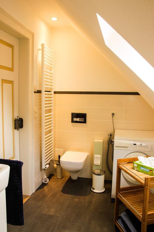 Bad mit WC und Waschmaschine Bathroom