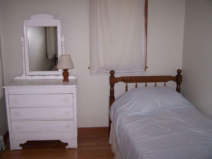 Bedroom with twin