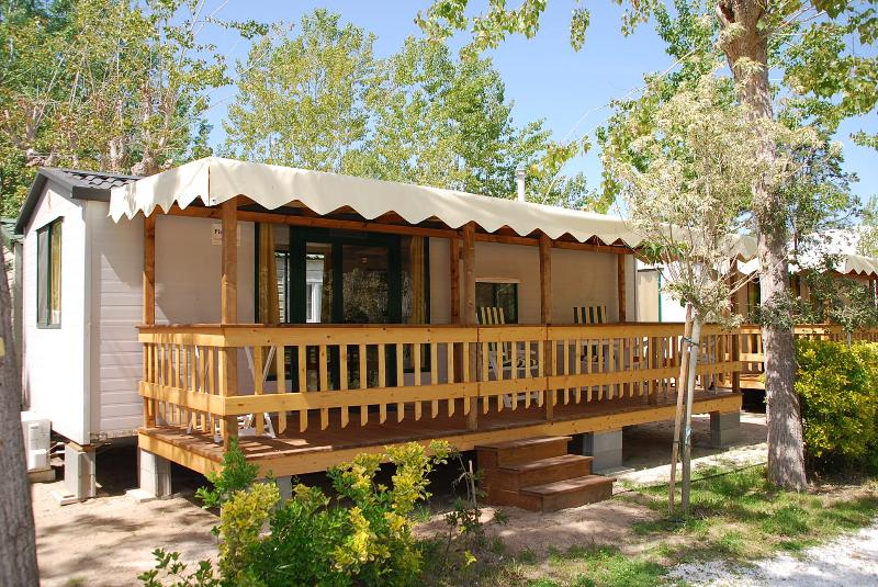 Camping Bosco Verde, Tuscany. 2 BEDROOMS, SLEEPS 6 IN TORRE DEL LAGO, holiday rental in Migliarino
