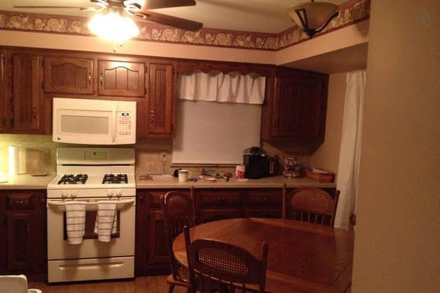 Keuken beschikt zelf schoonmaken oven/kookplaat, grote koelkast met diepvriezer, vaatwasser, gereedschap