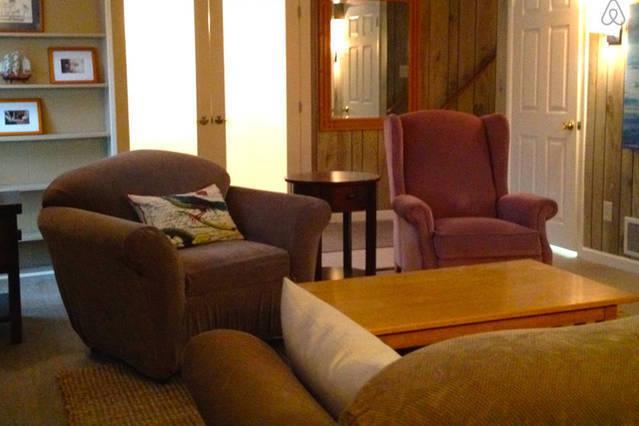 Genoeg ruimte in de familie Lounge met flatscreen TV en DVD-speler - zwembad