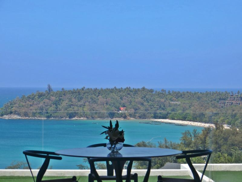 Kata Beach 2 Bedroom Stunning Ocean View, Ferienwohnung in Karon