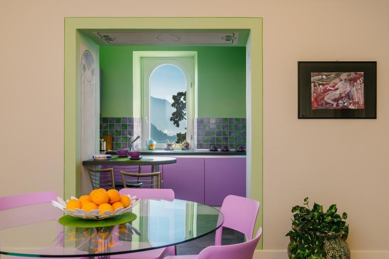 Fenêtre de vue appartement lac Violet