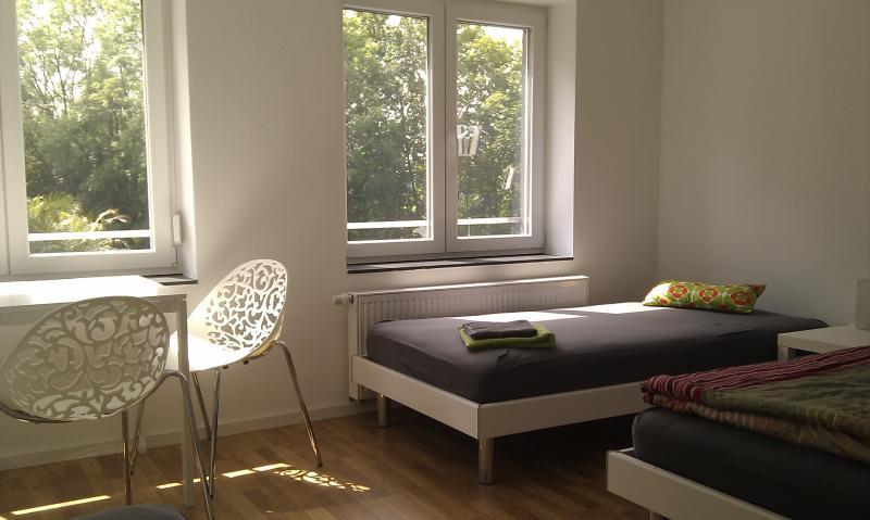 Zimmer 6: 3-Personenzimmer in Degerloch nahe Stadtbahn, aluguéis de temporada em Leinfelden-Echterdingen
