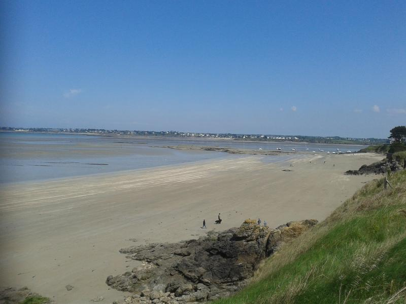The sandy beaches of St Jacut are about 30 minutes away,just one of many on the coast