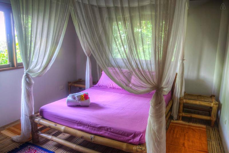 4 - Person House 5 minutes to Beach!, location de vacances à Panay Island