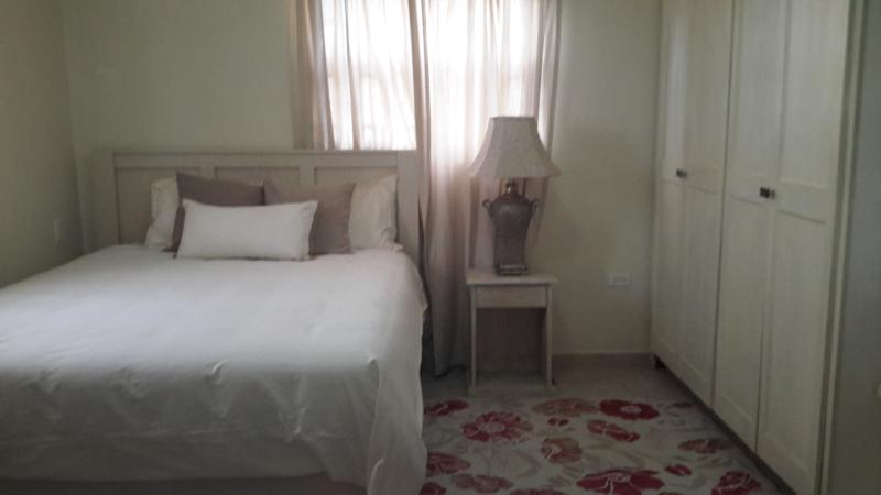 Lux Rentals, vacation rental in Six Cross Roads
