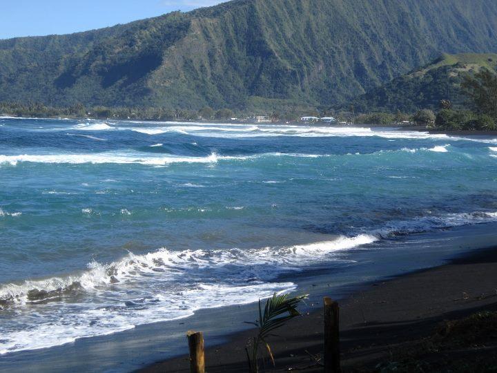 Vue sur la mer du mur à Tahiti Surf Beach
