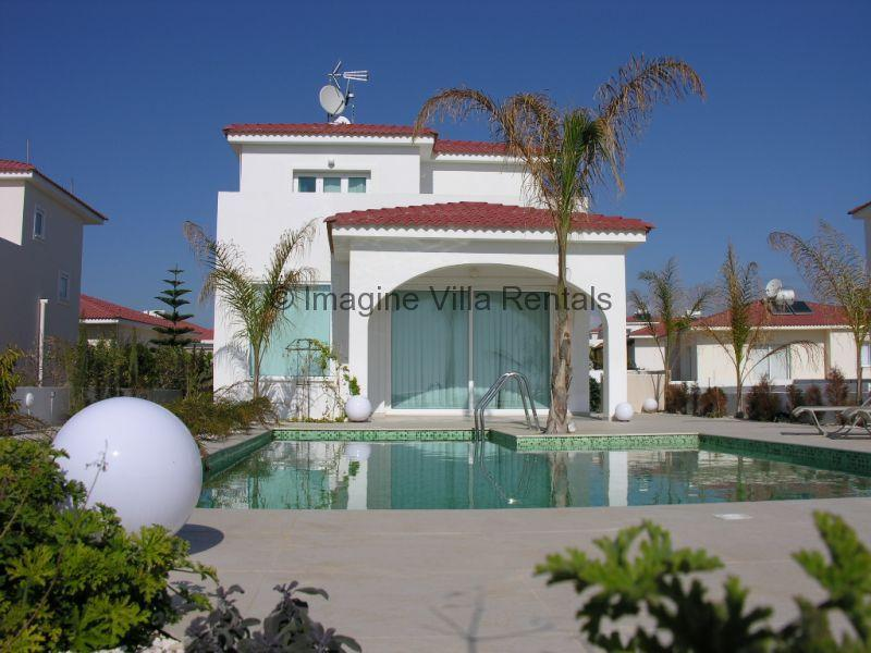 Sunrise front line villa with pool and WiFi, vacation rental in Ayia Napa