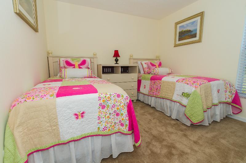 Cinco quarto tem duas camas individuais