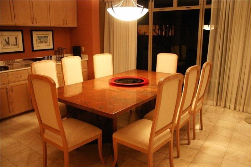 indoor dinning for eight