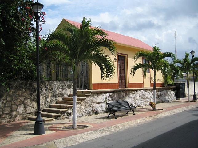 Vue de Casa Pequena depuis la rue.