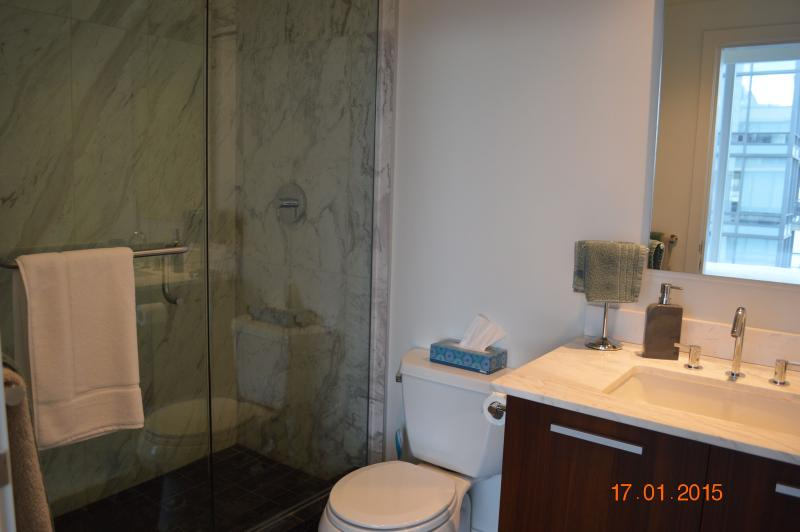 Segundo dormitorio con baño privado