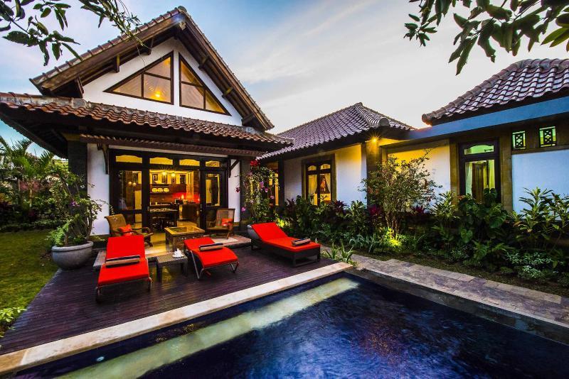 Favorite 10 Bedroom Villas Hidden Paradise, Jimbaran Bali for 22 person, holiday rental in Jimbaran