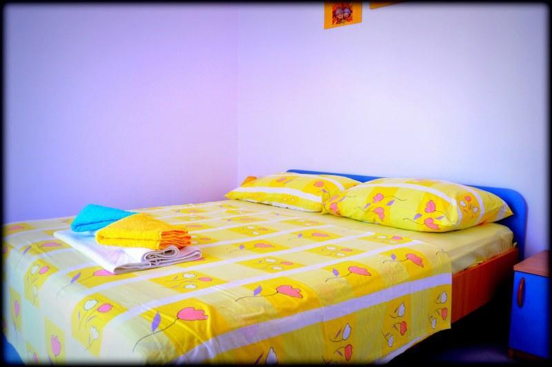 A2(5): bedroom
