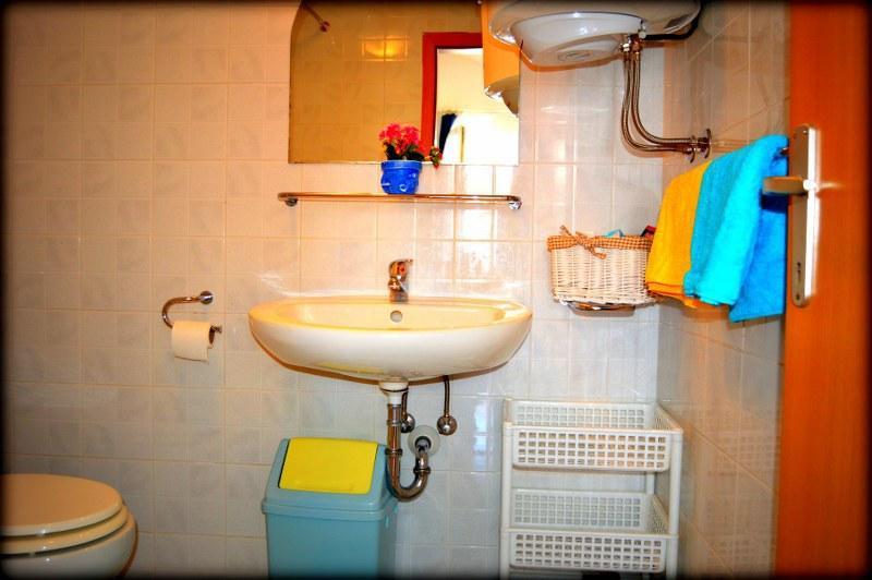 A2(5) : salle de bains avec WC