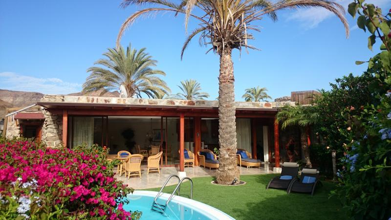villa de luxe avec piscine dans beau village, holiday rental in Amadores