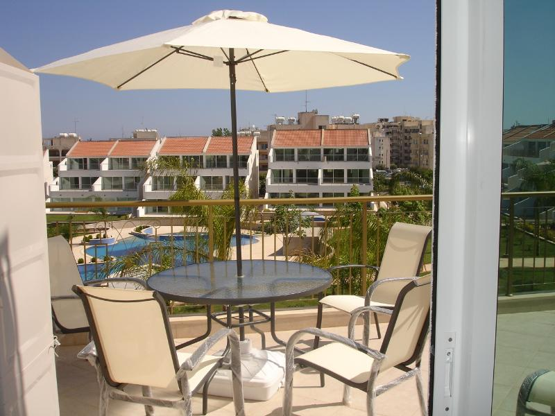 Beautiful Two bedroom apartment in Limassol, holiday rental in Agios Athanasios
