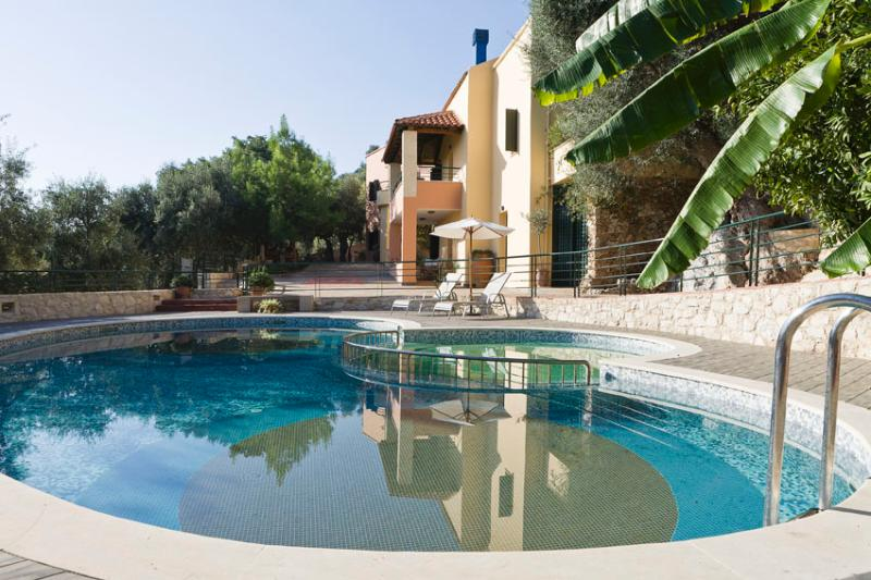 Traditional Apartment Maria near Chania, holiday rental in Kastellos