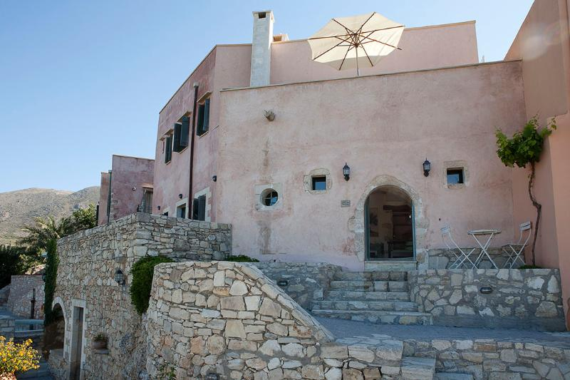 Captain Antonis, Traditional House close to Chania, holiday rental in Kastellos