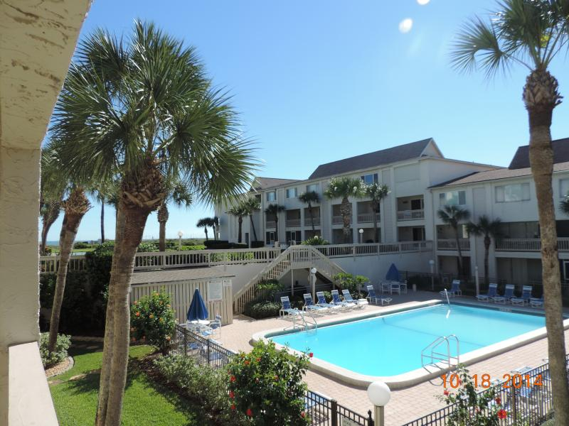Pool View, Easy Beach Access, Sleeps 6 in Beds, 2-1/2 Baths. No Pets and No Smoking.