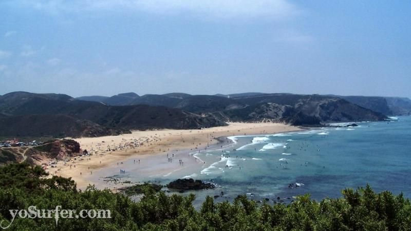 Beautiful Praia do Amado and surfing paradise 5km from the house