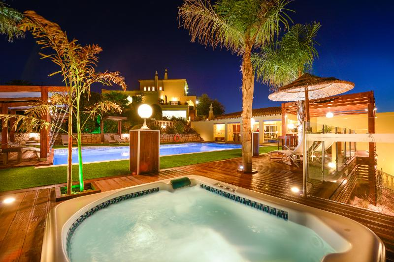 Luxury Villa Carlota, Ferienwohnung in Silves