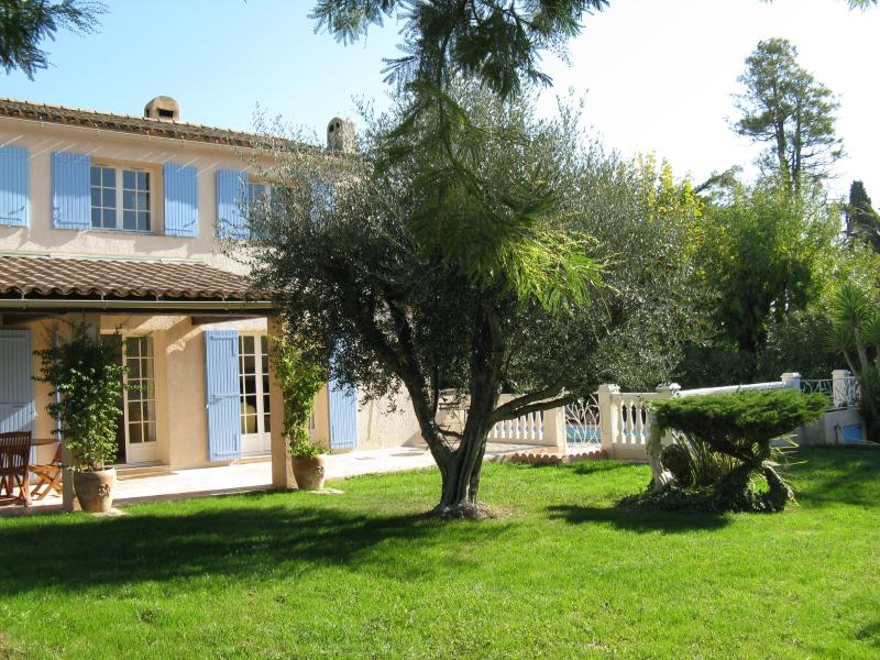 ♥Provencal Villa♥ bordering Cannes, Full AC, Pool house, Quiet, Private Pool,5★, vacation rental in Cannes