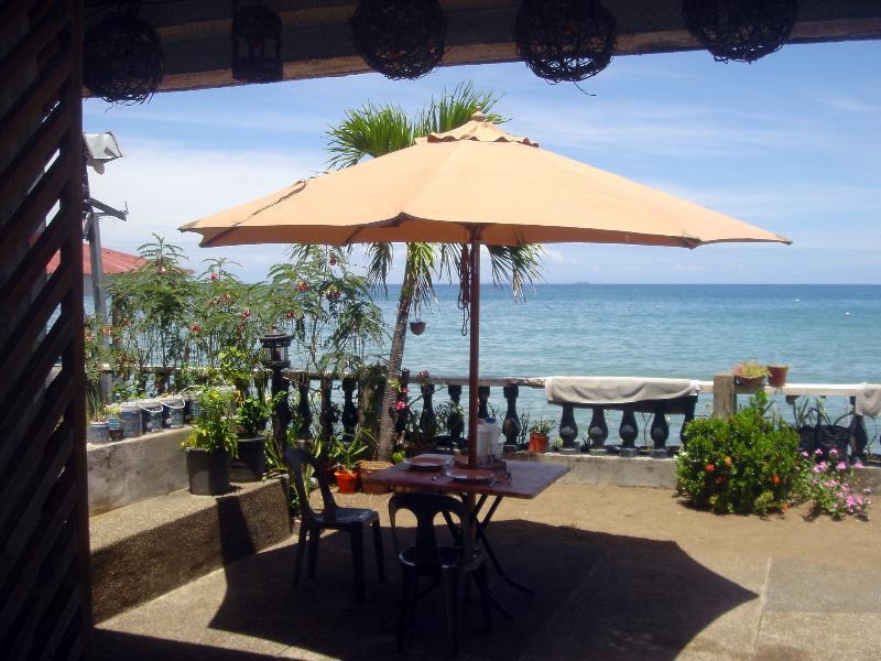 BeachHouse R4, holiday rental in Liloan