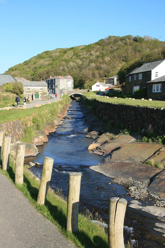 Boscastle a pretty village with a harbour, rugged cliffs footpaths.