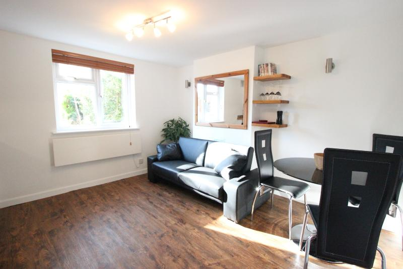 Central Headington Apartment, with Parking, holiday rental in Long Crendon