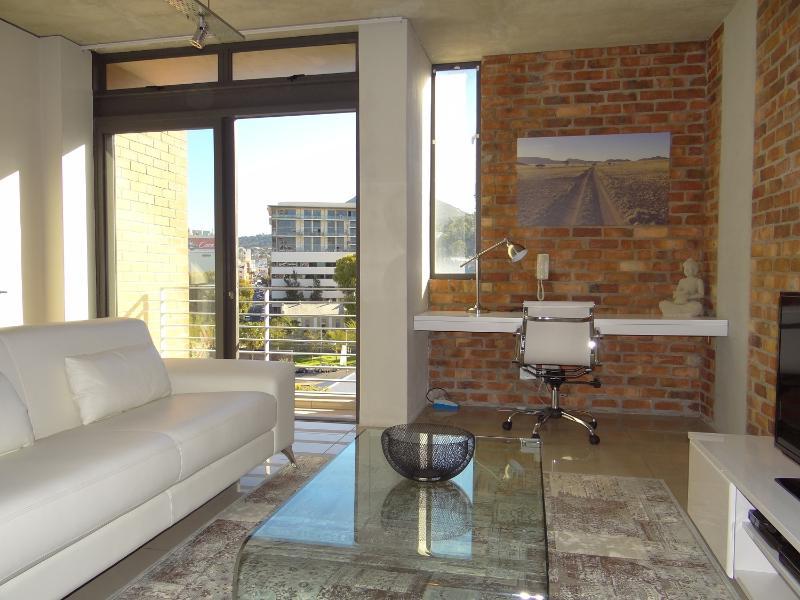 Lounge & work area