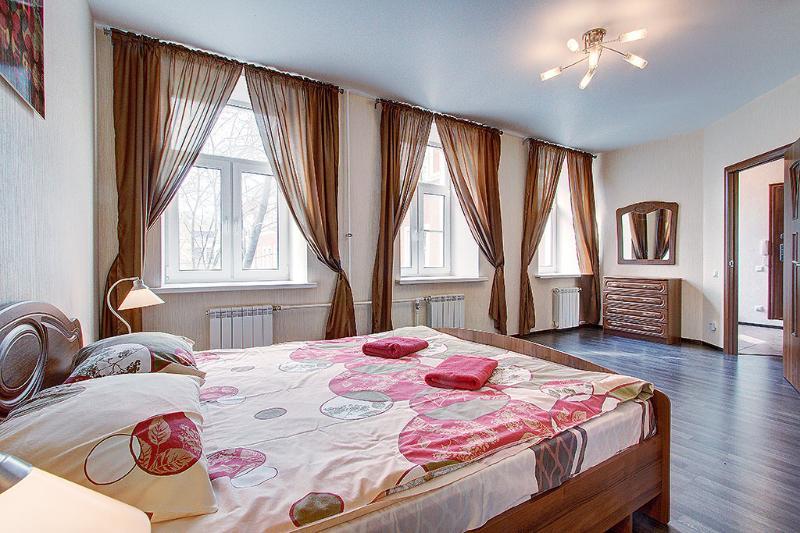 2-bedroom on Nevsky prospect (335), alquiler de vacaciones en San Petersburgo