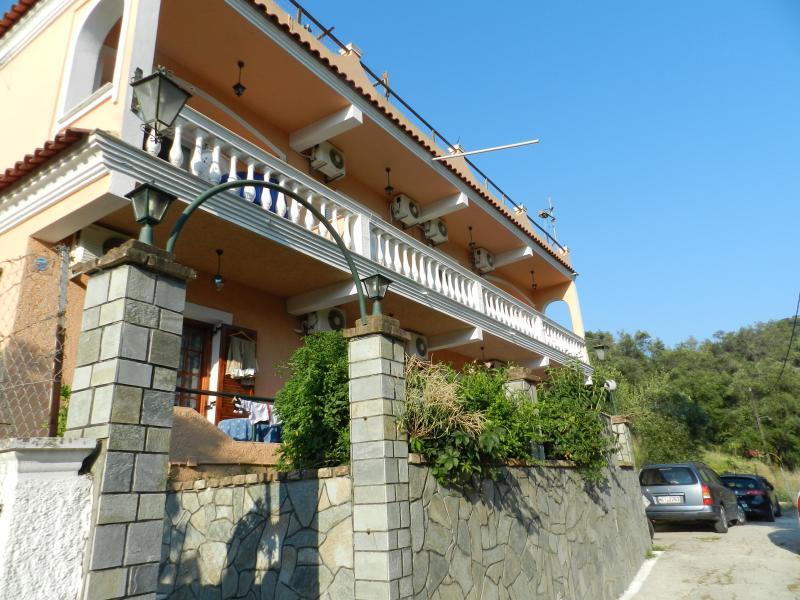 In Villa Leta apartment 4-5 Persons, holiday rental in Agios Gordios