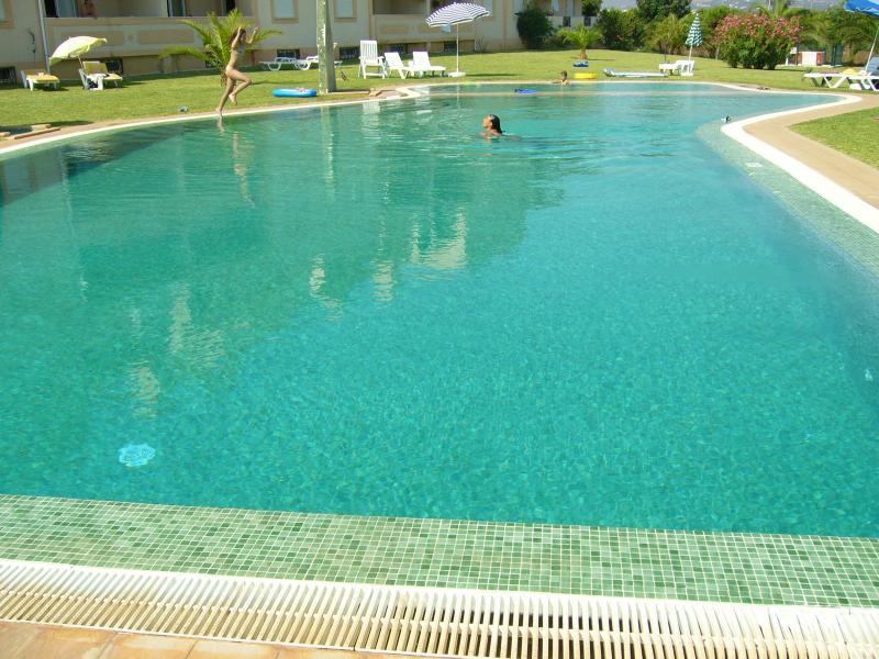 Nuoto in piena estate