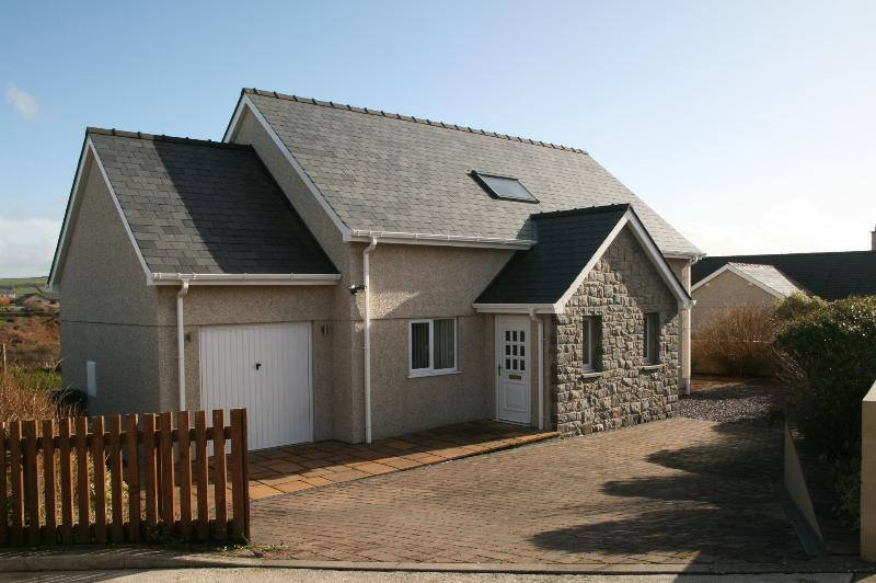 Modern holiday home by the sea., location de vacances à Aberdaron