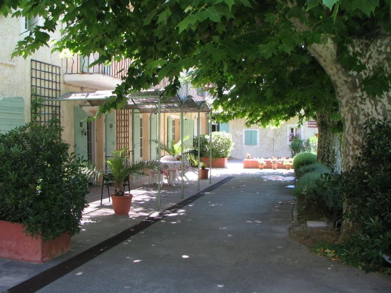 Accommodation in Orgon, Cote d'Azur - Provence, holiday rental in Orgon