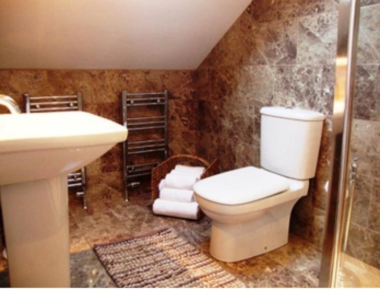 Luxury fully tiled En suite shower room to presidential bed room. Towels included