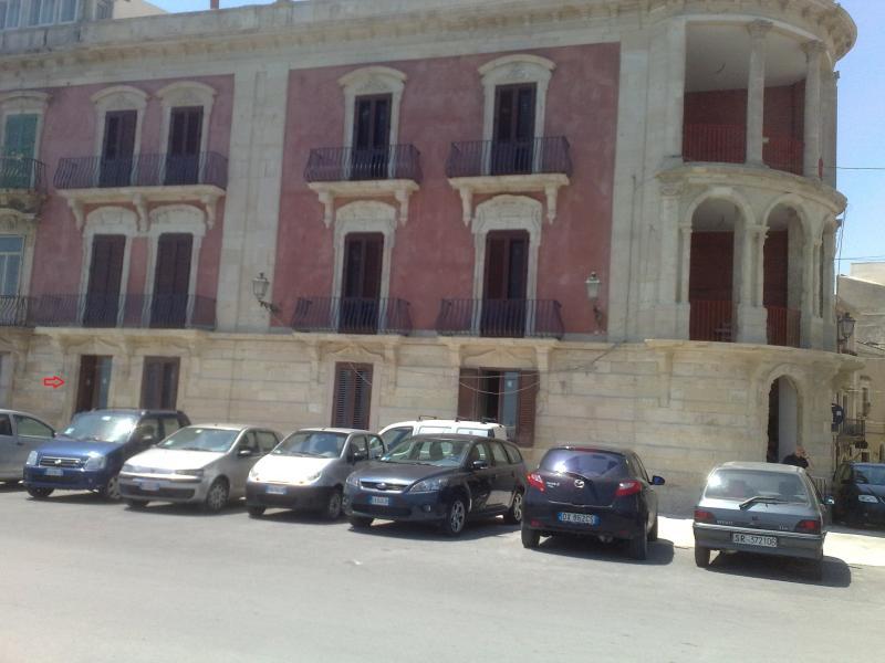 Palazzo Bozzanca (16°sec.) ingresso appartamento