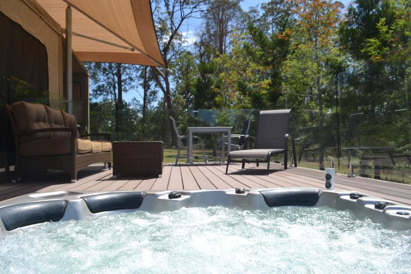Tuckers Retreat Luxury glamping w Private Jacuzzi, alquiler de vacaciones en Canungra