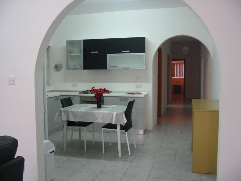 ATTARD - Cheap and Clean - Entire Apartment - Sleeps 2 - 7+, vacation rental in Haz-Zebbug