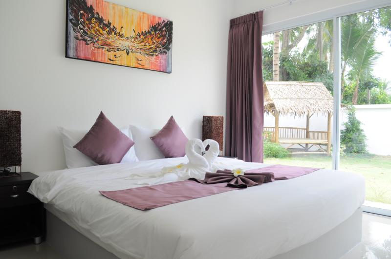 3 bedrooms with king size bed