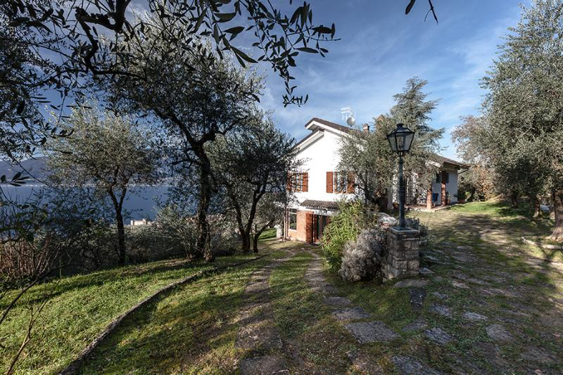 VILLA I GELSOMINI, LAKE OF GARDA ITALY Breath-taking view and close to the beach, vacation rental in Torri del Benaco