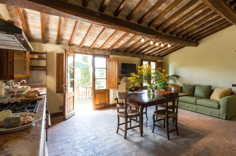 Montecaprili farmhouse: Pozzo apartment, holiday rental in Montalcino