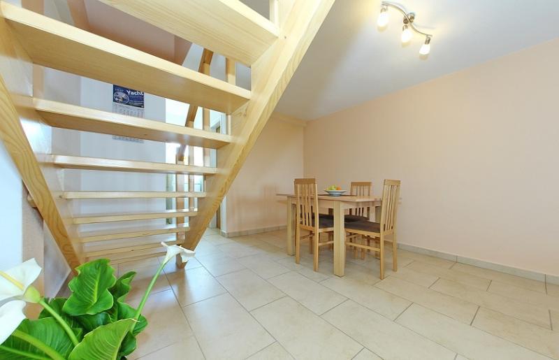 Nice apartment on the island Murter,village Jezera, alquiler de vacaciones en Jezera