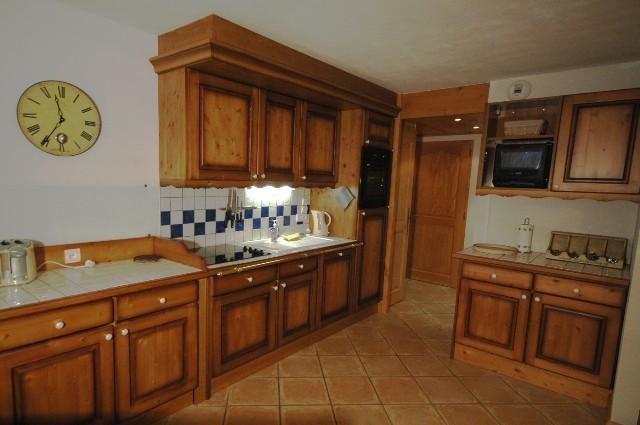 Espace de la grande cuisine pour cuisiner le soir