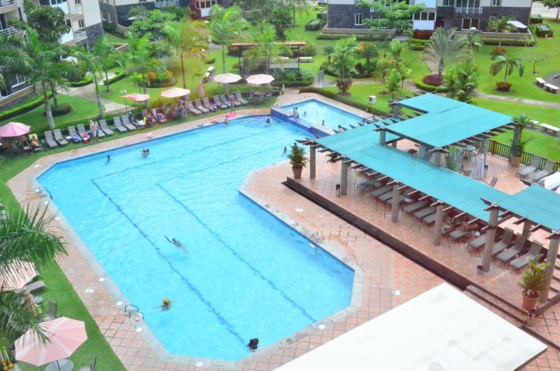 The Condo offers an outdoor swimming pool and is a 5-min. walk from the beach. It's very comfortable