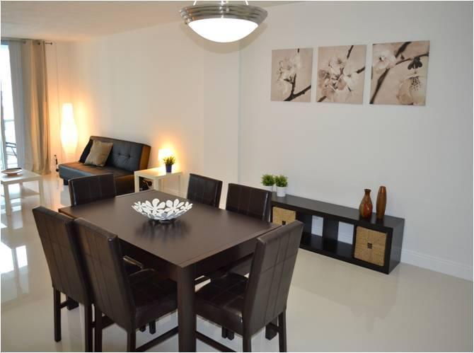 Living Room & Dining Room / Sala de estar y comedor - ComprandoViajes