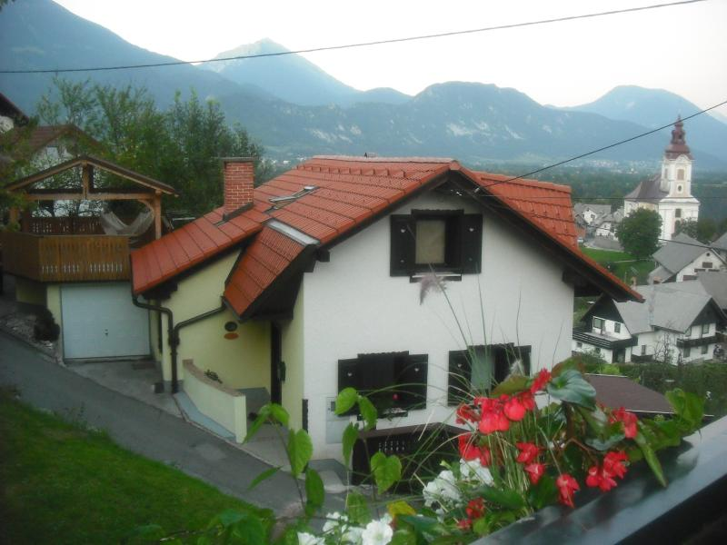 Quirky  Alpine Detached Cottage with views of Bled Castle, holiday rental in Bodental